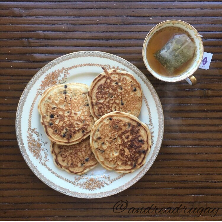 Gluten-free pancakes with stevia-sweetened chocolate chips